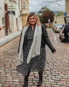 @elabonbonella plus size blogger | fall autumn look; dress with leather jacket in plus size | elabonbonella.com Autumn Look, Fall Looks, Plus Size Looks, Plus Size Fall, Plus Size Herbst, Plus Size Fashion, Fashion Beauty, Leather Jacket, Jackets