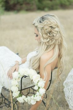 Sophisticated Wedding Hairstyle Inspiration - photo:  Koman Photography