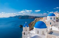 Santorini Travel: Iconic Views & Unique Experiences in Photos