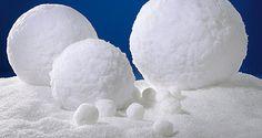 Entdecken Sie unsere große Auswahl an #Streuschnee (#Filmschnee) & #Kunstschnee aus Materialien wie Watte, Vlies u.a., bis zu 35 Meter lange #Schneematten und echt aussehenden #Schneebällen & #Schneeball-Ketten und -Hänger. #Winterdeko http://www.decowoerner.com/de/Saison-Deko-10715/Winter-10765/Eis-Schnee-10768/Schnee-Schneebaelle-10779.html