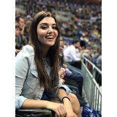 """581.7k Likes, 10.1k Comments - Hande Erçel (@handemiyy) on Instagram: """"✌"""""""