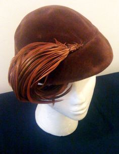 Vintage 1930's brown faux suede hat with large straw detail