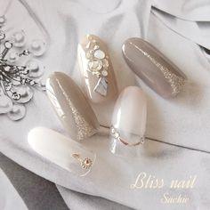 What Christmas manicure to choose for a festive mood - My Nails Swarovski Nails, Crystal Nails, Rhinestone Nails, Gel Nail Designs, Cute Nail Designs, Neutral Nail Art, Asian Nails, Christmas Manicure, Hair And Makeup Tips