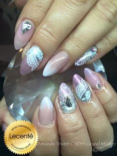 What a gorgeous look by Amanda Trivett, acrylic overlays with CND Shellac, #Lecenté stardusts, design & Swarovski Crystals #nails #nailart #stardust #lovelecente