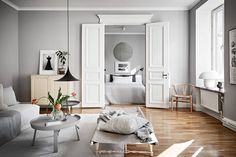 54 Minimalist Living Room Decoration For Spring on 2019 - Home-dsgn Simple Furniture, Furniture Making, Bathroom Counter Decor, White Apartment, Living Magazine, Minimalist Living, Luxury Living, House Tours, Home Remodeling