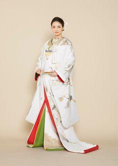 image 6 of Japanese Wedding Kimono, Japanese Kimono, Traditional Wedding Attire, Traditional Dresses, Geisha, Japanese Costume, Japanese Outfits, Kimono Dress, Kimono Fashion