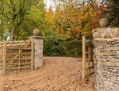 Rustic Gravel Driveway, Swinging Gate, Stone Walls Country Landscape Design Landscaping Network Calimesa, CA Driveway Landscaping, Country Landscaping, Modern Landscaping, Landscaping Ideas, Driveway Ideas, Stone Driveway, Gravel Driveway, Tor Design, Gate Design