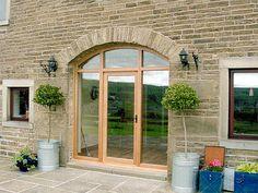 Image from http://www.joinerandcabinetmaker.co.uk/wp-content/uploads/2013/07/Barn-Doors-Solid-Oak-Barn-Door-and-Frame.jpg.