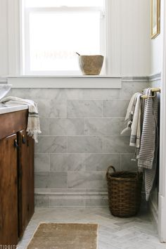 Bathroom Renos, Bathroom Flooring, Bathroom Interior, Master Bathroom, Bathroom Renovations, White Marble Bathrooms, Marble Tile Bathroom, Farmhouse Interior, Farmhouse Plans