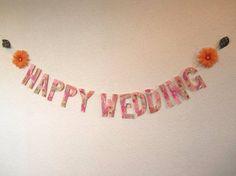 ikeさまオーダー 結婚式のためのガーランドです。明るいオレンジの花がふたつ、軽やかにオーロラの葉脈の葉っぱが二枚。ひもの端には清楚なパールがふたつ。文字は1...|ハンドメイド、手作り、手仕事品の通販・販売・購入ならCreema。