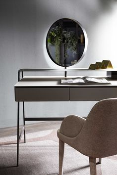 Venere is an elegant vanity-desk designed by Carlo Colombo for Gallotti&Radice. It is made of wooden covered by painted glass.