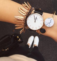 Buy watches, rings, bracelets, accessories and jewelry with timeless design for both men and women. Elegant Watches, Beautiful Watches, Casual Watches, Piercings, Jewelry Accessories, Fashion Accessories, Daniel Wellington Watch, Seiko Watches, Little Things