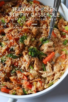 Teriyaki Chicken Stir Fry Casserole - Practically Homemade - - Teriyaki Chicken Stir Fry Casserole – Practically Homemade Practically Homemade How much would your family enjoy this teriyaki chicken stir fry casserole. It's delicious and very easy to make Chicken Teriyaki Rezept, Teriyaki Chicken Casserole, Chicken Stir Fry, Teriyaki Stir Fry, Chicken And Vegetable Casserole, Chicken And Vegetables, Vegetable Dish, Chicken Recipes, Recipe Chicken