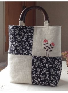 Quilted Tote Bags, Patchwork Bags, Diy Sac, Japanese Bag, Embroidery Bags, Denim Crafts, Bag Patterns To Sew, Denim Bag, Fabric Bags