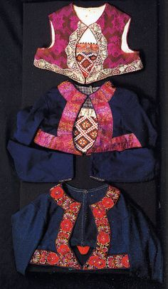 Hello all, This is the second part of my overview of the costumes of Norway. This will cover the central row of provinces in Eastern N. Folk Fashion, Ethnic Fashion, Folk Costume, Costumes, Norwegian Clothing, Going Out Of Business, Bridal Crown, Fashion History, Textile Art
