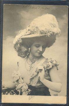 PZ031 FEMME EPAULES Dénudées LADY NAKED SHOULDERS Large FEATHER HAT PHOTO d'ART