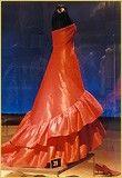 Robe du soir en moiré rouge rouge style sévillan. 1957. Collection: Sonsoles Diez de Rivera.(Photo: © FCB) by courtesy of Fundacion Balenciaga