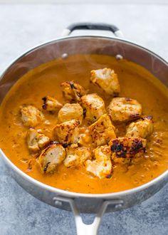 Easy Chicken Tikka Masala with Stove-Top Garlic Naan Poulet Tikka Masala, Easy Chicken Tikka Masala, Pollo Tikka, Fried Fish Recipes, Chicken Recipes, Indian Food Recipes, Asian Recipes, Curry Recipes, Keto Recipes