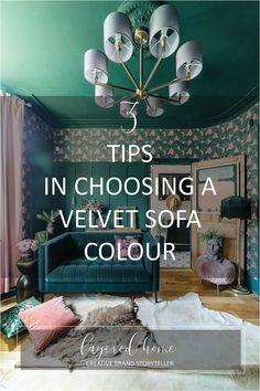 3-tips-in-choosing-a-velvet-sofa-colour Green Velvet Sofa, Yellow Sofa, Green Sofa, Dark Green Living Room, Dark Green Walls, How To Hang Wallpaper, Wallpaper Ideas, Green Lounge, Design Projects
