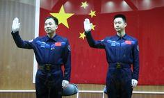 В Китае прошел успешный запуск космического корабля «Шэньчжоу-11» http://kleinburd.ru/news/v-kitae-proshel-uspeshnyj-zapusk-kosmicheskogo-korablya-shenchzhou-11/  КНР запустила в космос корабль «Шэньчжоу-11» в ночь на понедельник, 17 октября. Запуск прошел в 2.30 ночи по московскому времени на космодроме Цзюцюань. Экипаж космического корабля составляют два космонавта: 50-летний Цзин Хайпэн и 37-летний Чэнь Дун. Они будут доставлены на орбитальную лабораторию «Тяньгун-2». В ходе миссии…