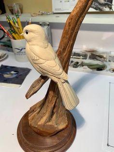 Tree Carving, Wood Carving Art, Wood Art, Celebrity Drawings, Pretty Birds, Animal Sculptures, Woodburning, Animal Tattoos, Wood Sculpture