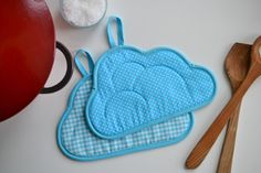 DIY: Skygryteklutene syr du selv! - gratis mønster og oppskrift på Myldre.com.  DIY: Make your own cloudy potholders - Step-by-step-tutorial at myldre.com.