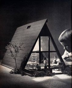 Do you remember the doll house I made (meaning Dad and Mom made) for Home Ed in grade! pp: A-Frame Doll House from Sunset Magazine, December Modern Dollhouse, Diy Dollhouse, Dollhouse Miniatures, Vintage Dollhouse, Trailer Casa, A Frame House, Miniature Houses, Small World, Little Houses