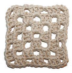 """Denna gång ska vi gå igenom att virka fyrkantigtoch platt, där resultatet blir en mormorsruta! Vi kommer att gå igenom stolpar, smygmaskorochfärgbyte. Maskor En stolpe är en """"längre"""" maska änen … Crochet Squares, Crochet Granny, Merino Wool Blanket, Throw Pillows, Knitting, Crafts, Crocheting, Tips, Ska"""
