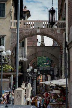Fotografando #Verona: via Costa da piazza Erbe