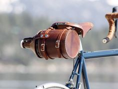 Just buckle the leather straps to your bike and off you go with your favorite growler, protected and stylish. There are built-in reinforcements and guides that keep it safe and secured to your bike. Remove the entire carrier or simply unsnap the lid to take your growler to the brewery or to the park. No mounting necessary.