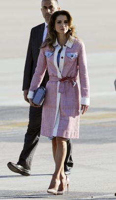 A regal moment with Her Majesty Queen Rania Al Abdullah of Jordan who chose a Fendi Resort16 trench coat in occasion of her meeting with the Spanish Royals at Barajas Airport