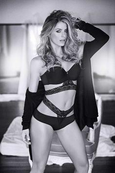 primavera 2015 #sensual Sexy Women, Wonder Woman, Crop Tops, Superhero, Black And White, Hot, Faces, Beauty, Collection