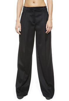 Elegant high-waist trousers in pure wool. The garment features deep pleats on the front and pockets on the sides. Length: 110 cm      100% Virgin wool LINING: 100% Viscose     CFILPD0017108