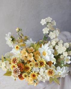 Flower Arrangements Simple, Floral Centerpieces, Wedding Centerpieces, Wedding Bouquets, Wedding Decorations, Centrepieces, Floral Wedding, Wedding Flowers, Simple Elegant Wedding