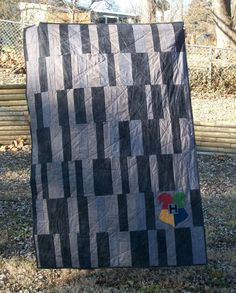 This quilt is great I love the Hogwarts crest. It also gives me an idea of what to do for my brothers quilt