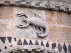De abdijkerk van Issoire: Issoire: Sculptuur van de apsis van de abdijkerk St. Austell: sterrenbeeld (Schorpioen) - France-Voyage.com