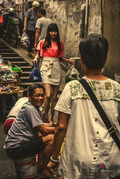 https://flic.kr/p/WoLFP8   Beauty & Smiley   An asian man sitting with a big smile with a sexy Chinese girl at the market in xiamen, china www.listermaraon.com