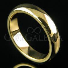 Aliança de casamento em tungstênio ouro Gaya com espessura de 5mm, formato clássico e lindo desenho minimalista.