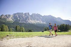 Spaziergang mit Latemar - Passeggiata davanti al Latemar