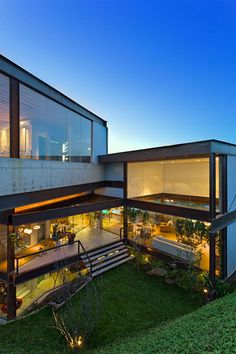 Paulo Trajano: Residência, Nova Lima, MG - Arcoweb Casas Containers, Container House Design, Facade House, House Facades, Beautiful Architecture, Chinese Architecture, Residential Architecture, Architecture Office, Futuristic Architecture