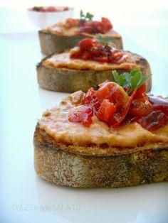 DOLCEmente SALATO: Bruschette con crema di peperoni e tonno