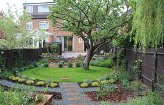 Do you have an old tree in the yard? I like how they create an circular shape in the very rectangular space