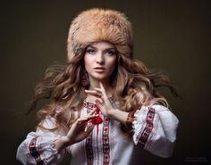 dudnik fur hat hat portrait shirt national shirt motifs style motifs shoot in ethnic style Russian Beauty, Russian Fashion, Russian Hat, Russian Style, Mode Russe, Style Russe, Self Portrait Photography, Folk Costume, Costumes
