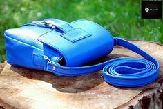 Geanta din piele naturala 5 -albastru azur -captuseala textil -bareta piele  -accesorii metalice argintii -buzunar interior -inchidere tip carabina metalica argintie -dimensiuni l=16cm h=19cm g=8cm  PRET: 135 lei