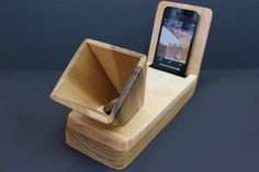 Natural acoustic amplifier speaker designed for by woodandwire
