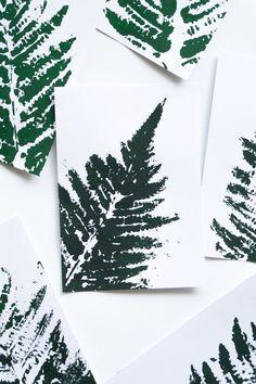 DIY Idee florale Karten mit Farn Motiv   do it yourself floral cards with fern leaf   Handmade Geschenke basteln   Deko   Farn Blatt Karte bedrucken   Pflanzen   Plants   grün   green   Crafting   Anleitung Tutorial   Postkarte postcard   Bild   Printing