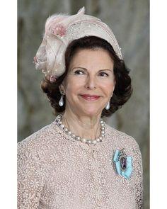 """37 gilla-markeringar, 1 kommentarer - Swedish Royal Family (@svenskakungligt) på Instagram: """"Queen Silvia of Sweden at the christening of Princess Estelle…"""""""