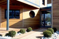 Entrée de notre agence maison en bois en Rhône Alpes près d'Aix les Bains