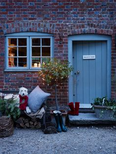 Twelve Christmas Front Doors over on Modern Country Style! Click through for details. The Doors, Windows And Doors, Petits Cottages, Cottage Door, Brick Cottage, Cottage Living, Country Living, Christmas Front Doors, Christmas Door