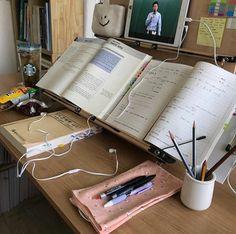 Study Desk, Study Space, School Motivation, Study Motivation, Study Corner, Hate School, Study Planner, La Formation, Study Hard
